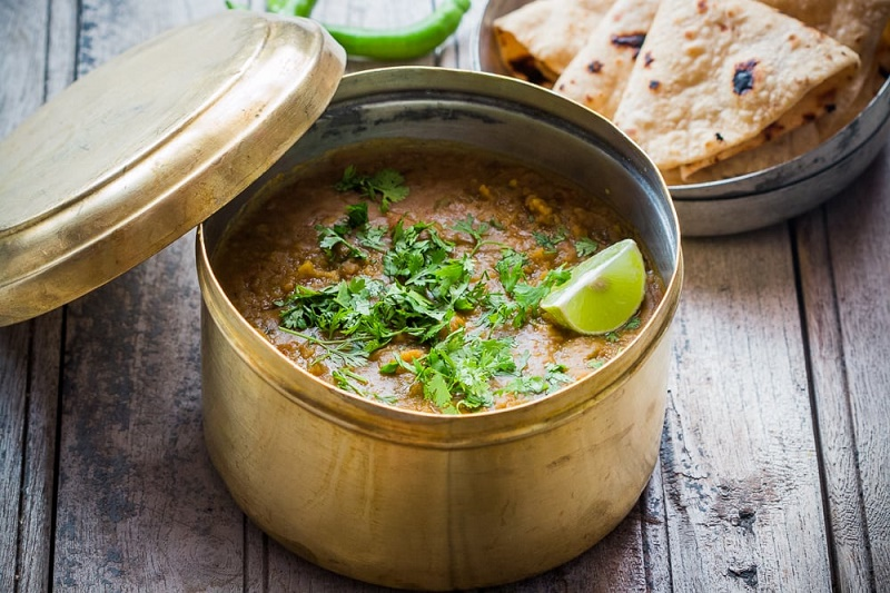 Dhaba Style Dal Makhani - Cooking Curries